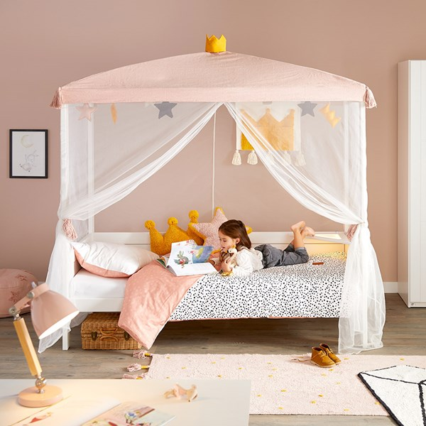 Lifetime-Four-Poster-Bed-with-Princess-Canopy-from-Lorena-Canals