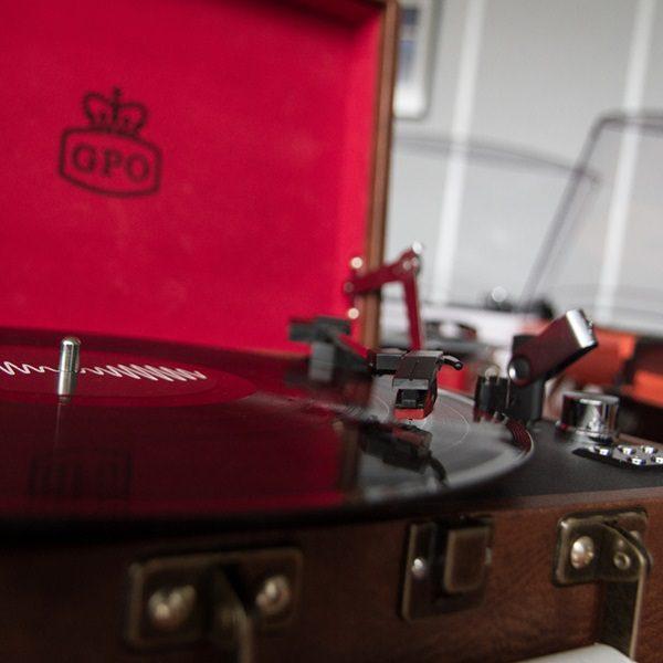 GPO-attache-record-player-detail-lr