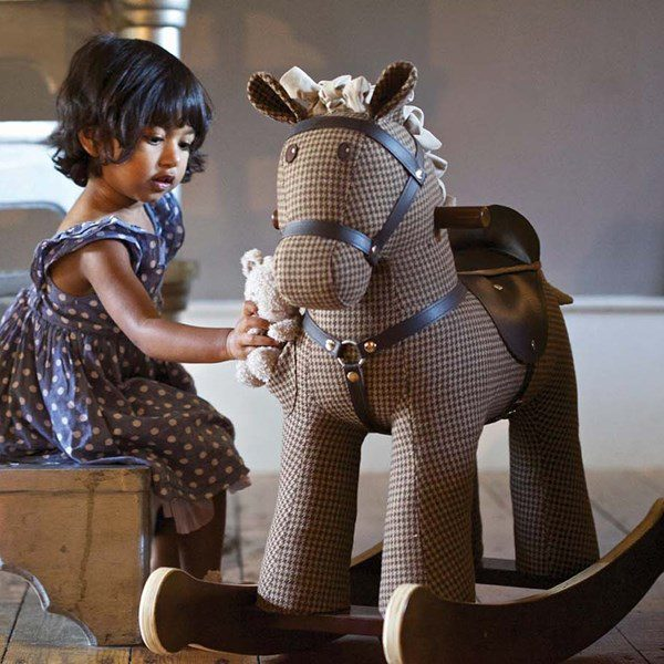LB3020-Chester-Fred-Rocking-Horse-Lifestyle-001