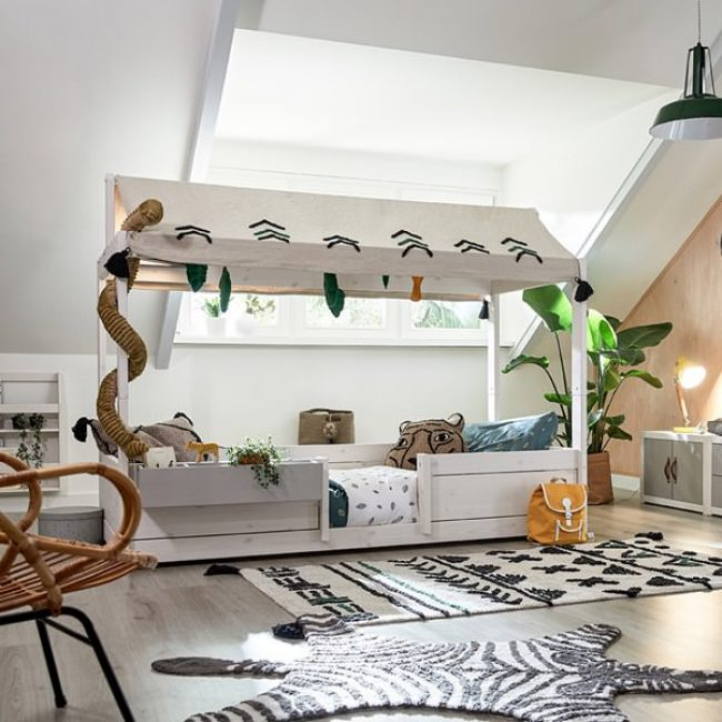 Lifetime-4-in-1-Bed-with-Wildlife-Fabric-Canopy