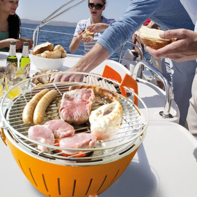 Lotus-Grill-Lifestyle-Boating