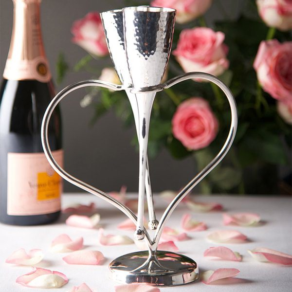 Silver-Love-Heart-Champagne-Flutes-and-Stand