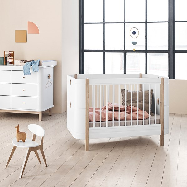 Wood Mini+ Baby and Toddler Extendable Cot Bed in White and Oak