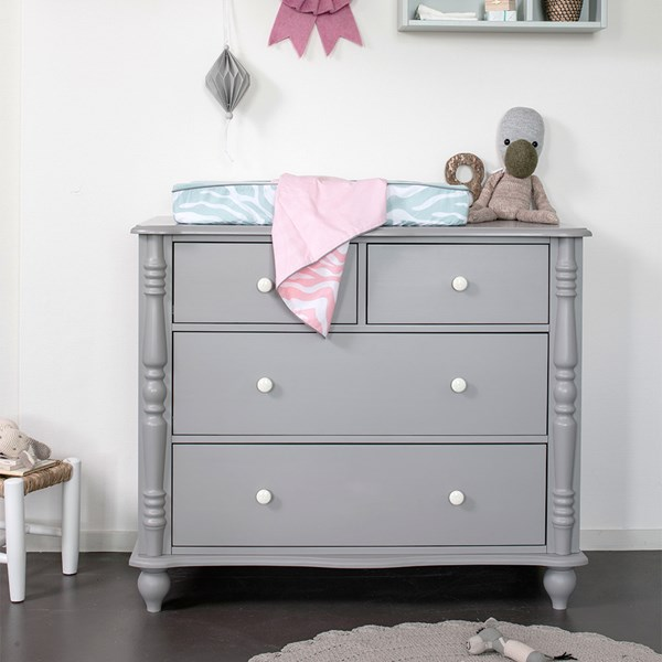 Classic Style Chest of 4 Drawers
