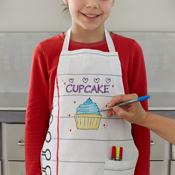 Childrens Colour in Apron with Wash Out Pen Set