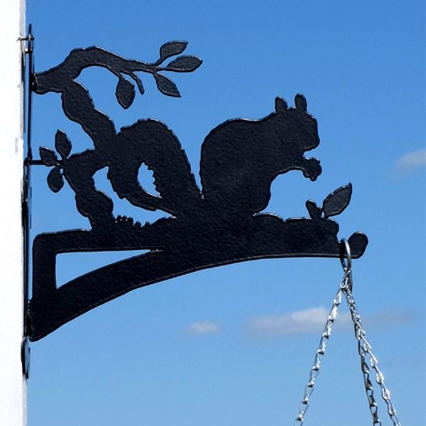 Black Metal Squirrel Hanging Basket Bracket