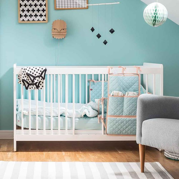 Stylish Toddlers Cot Bed with Removable Bars