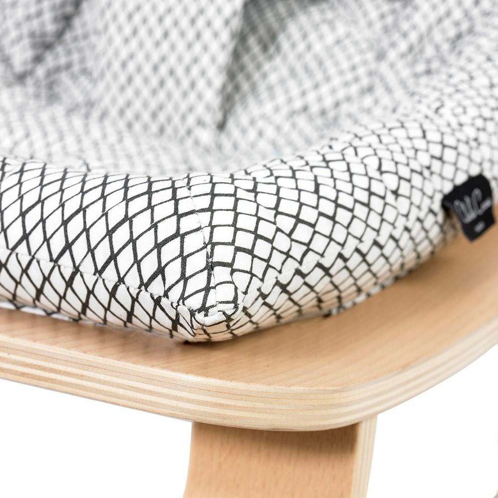 levo baby rocker in beech wood with black white diamond. Black Bedroom Furniture Sets. Home Design Ideas