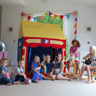 Theatre Play House With Matching Quilt By Win Green - Win Green