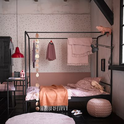 SINGLE BLACK METAL FOUR POSTER BED