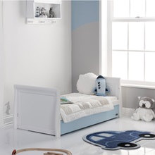 Blue-and-White-Toddler-Bed.jpg