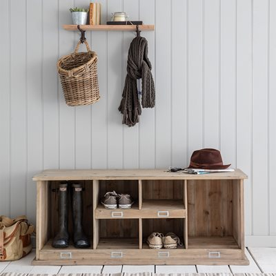 GARDEN TRADING CHEDWORTH WOODEN WELLY AND SHOE RACK