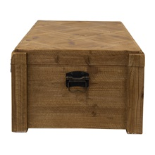 Closed-Wooden-Trunk.jpg