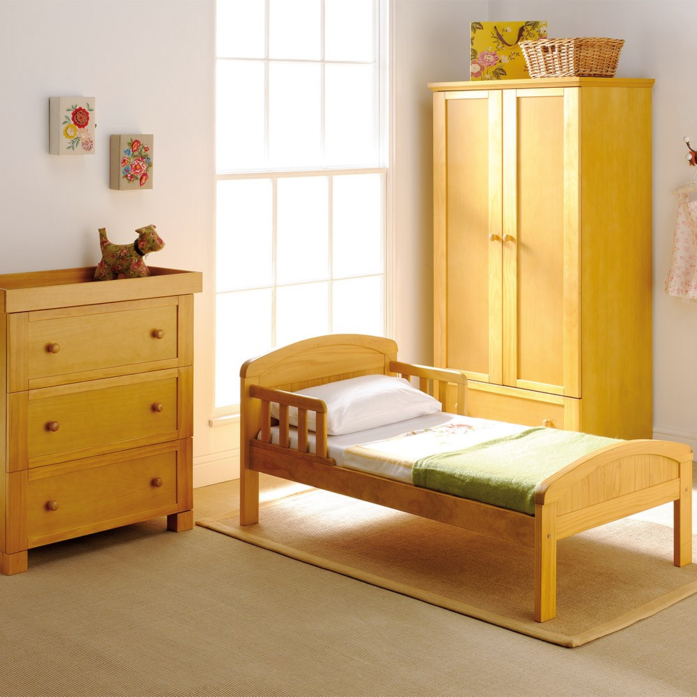East Coast Toddler Bed In Antique Country Design - East ...