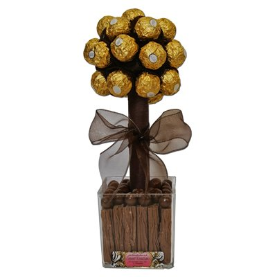 FERRERO ROCHER, FLAKE & MALTESTERS Sweet Tree