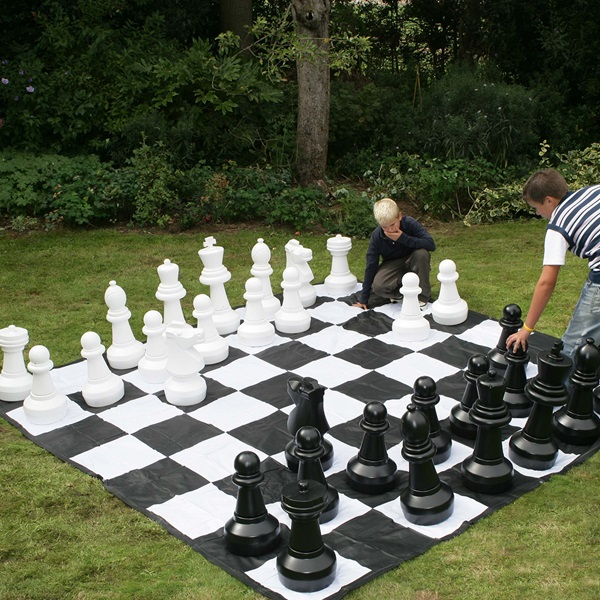 Giant-Chess-Set-Outdoor-Garden-Games.jpg