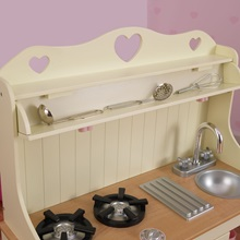 Girls-Toy-Kitchen-With-Love-Hearts-Detail-2.jpg