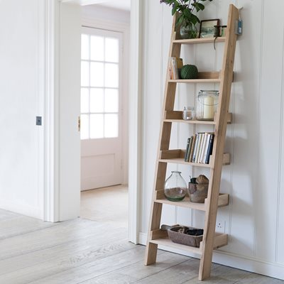 GARDEN TRADING HAMBLEDON NARROW OAK LADDER SHELF