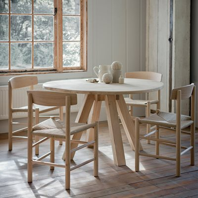 GARDEN TRADING HAMBLEDON ROUND WOODEN DINING TABLE