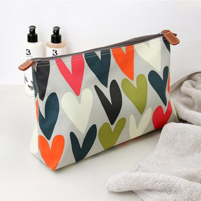 CAROLINE GARDNER WASH BAG in Hearts