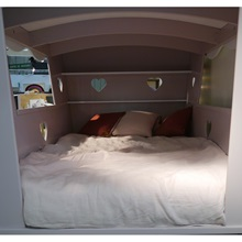 Interior-of-Carriage-Bed.jpg