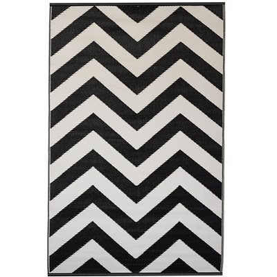 FAB HAB LAGUNA OUTDOOR RUG in Black & White Chevron