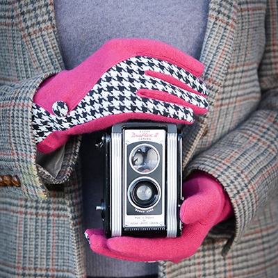 LORETTA Women's Designer Wool Gloves in Raspberry