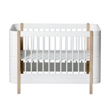 Luxury-Baby-Cot-in-White-and-Oak.jpg