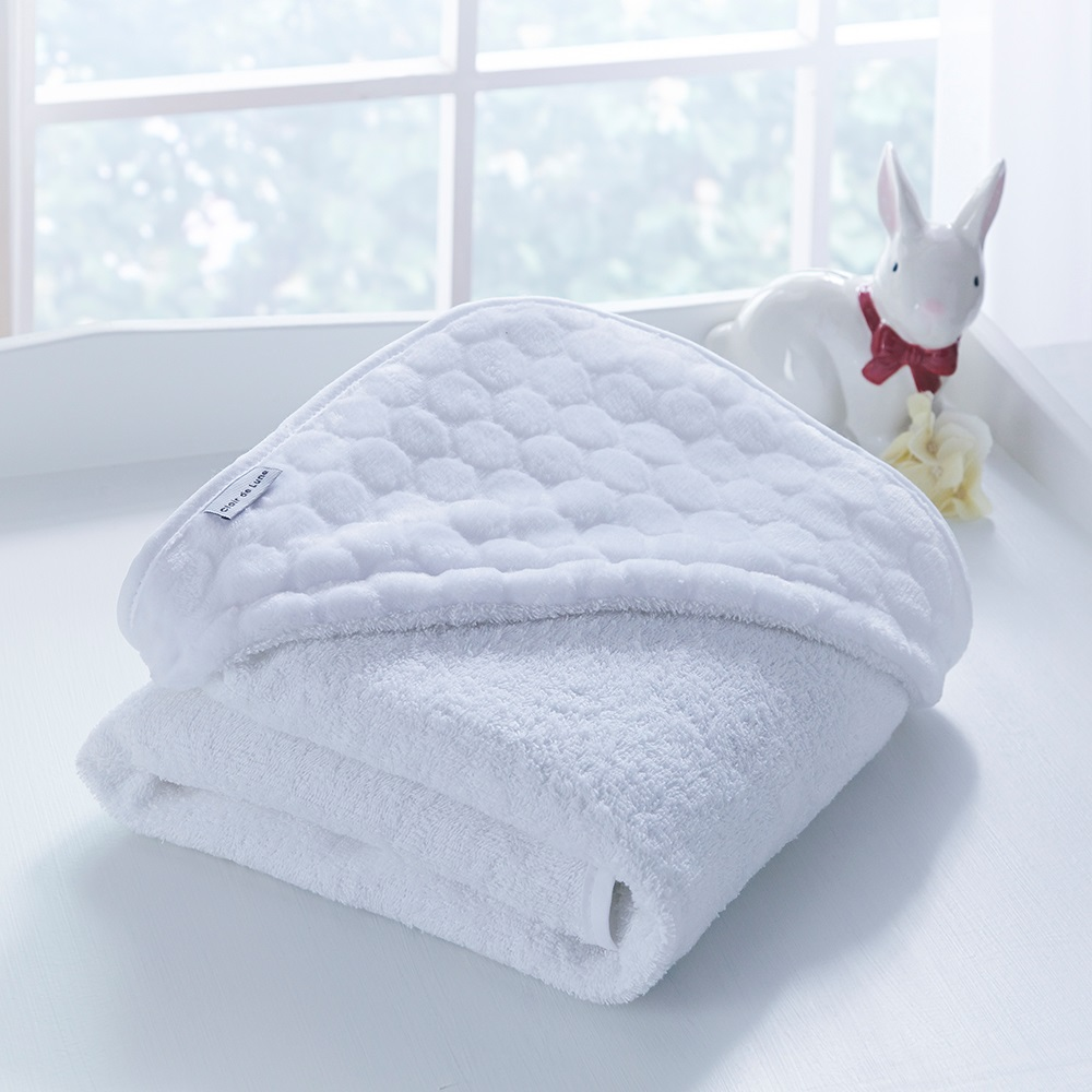 luxury hooded baby towel in marshmallow design clair de lune cuckooland. Black Bedroom Furniture Sets. Home Design Ideas