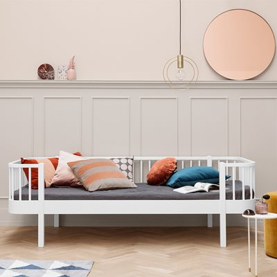 CONTEMPORARY WOOD KIDS DAY BED in White
