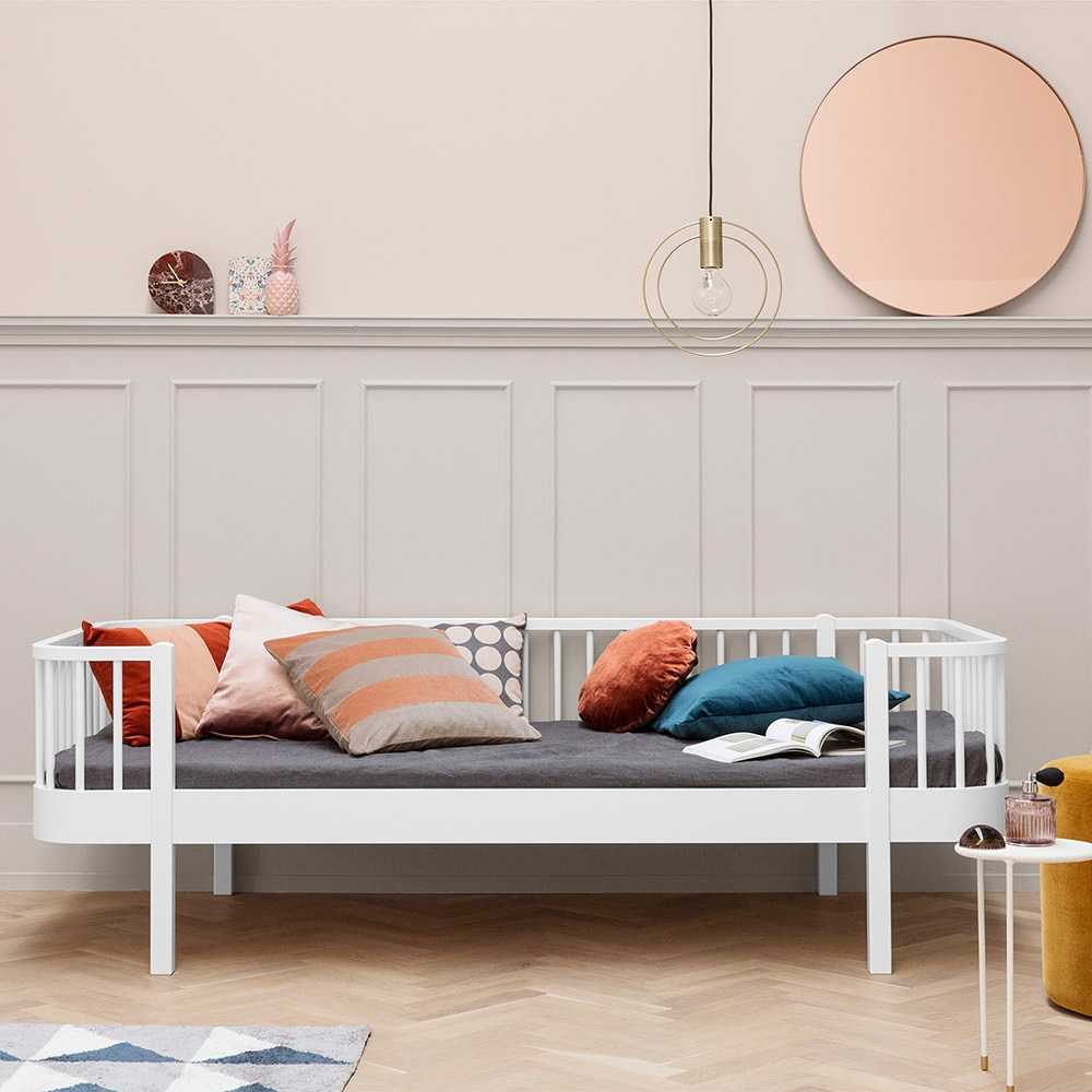 contemporary wood kids day bed in white childrens beds. Black Bedroom Furniture Sets. Home Design Ideas