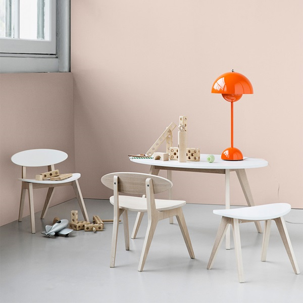 Oliver-Toddler-Bedroom-Table-in-White-and-Oak.jpg