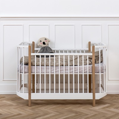 BABY & TODDLER LUXURY COT BED in White & Oak