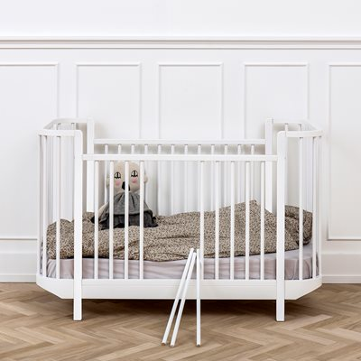 BABY & TODDLER LUXURY COT BED in White