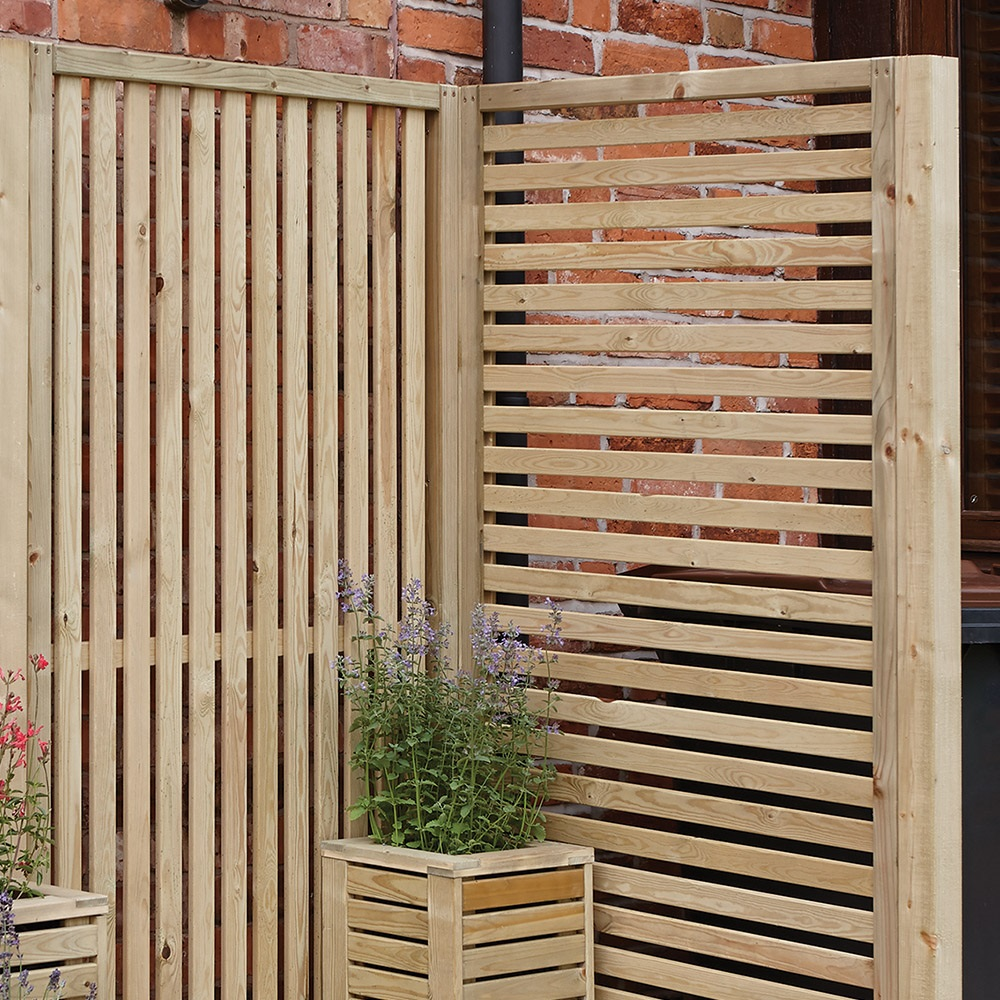 Rowlinson horizontal slat garden screens garden tools for Horizontal garden screening