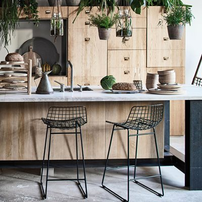 PAIR OF WIRE BREAKFAST BAR STOOLS in Black