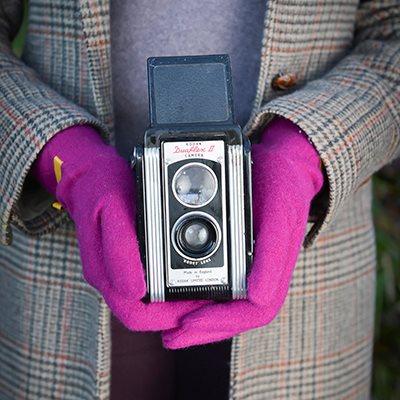 LAUREN Women's Designer Wool Gloves in Magenta