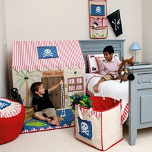 Pirate-Bedroom-Boys-Playing-Lifestyle-Win-Green.jpg