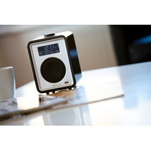 RUARK-AUDIO-R1-Desktop--Portable-Radio-in-Midnight-Black-High-Gloss-Lacquer_3.jpg