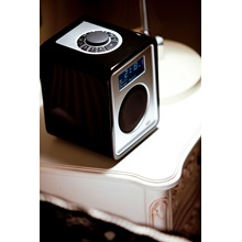 RUARK-AUDIO-R1-Desktop--Portable-Radio-in-Midnight-Black-High-Gloss-Lacquer_4.jpg
