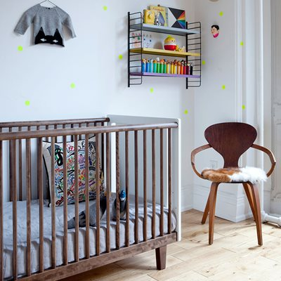Oeuf Rhea Cot Bed in White & Walnut