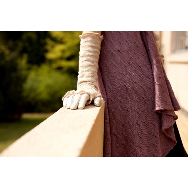 SAMANTHA HOLMES Long Butterfly Knit Fingerless Mittens in Ivory