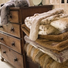 SIBERIAN-WOLF-Faux-Fur-Throw-by-Moore-and-Moore_2.jpg