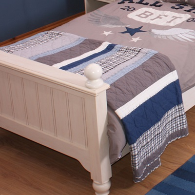 SINGLE QUILT in Varsity Design