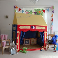 Theatre-in-Kids-Bedroom.jpg