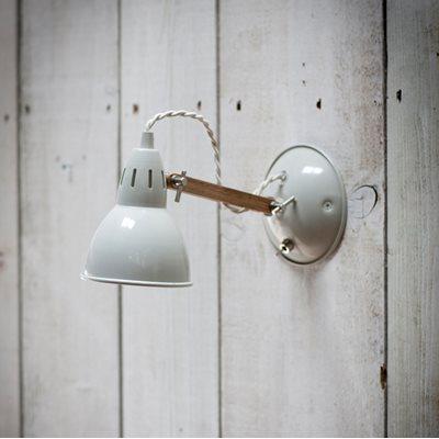 BERMONDSEY WALL LAMP in Vintage Oak