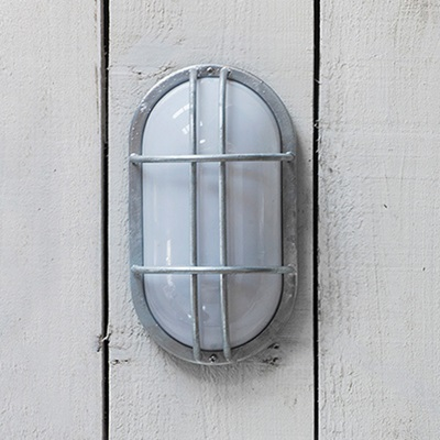 GARDEN TRADING ST IVES OUTDOOR BULK HEAD WALL LIGHT in Industrial Style