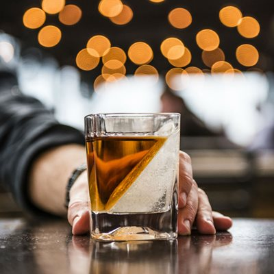 WHISKEY WEDGE DRINKS TUMBLER with Ice Mould