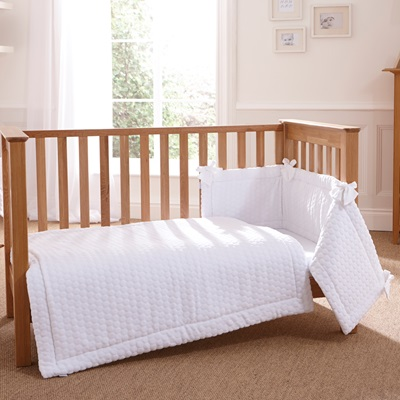 COT QUILT, BUMPER & SHEET BEDDING SET in Marshmallow
