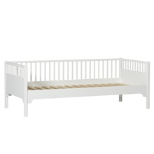 White-Oliver-Furniture-Day-Bed.jpg